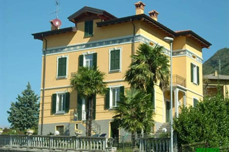 bed and breakfast in villa 800 - Dervio - Bed & Breakfast