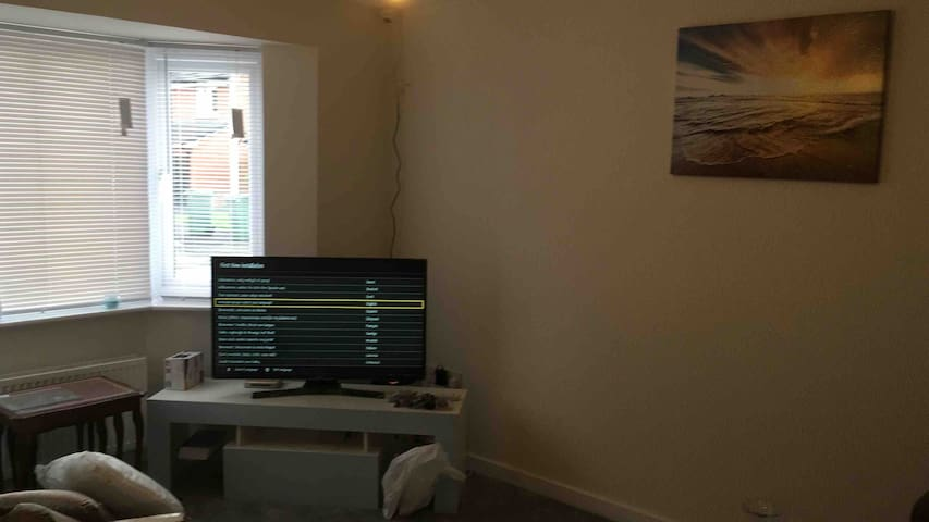 New built house 10min walk from Glasgow airport