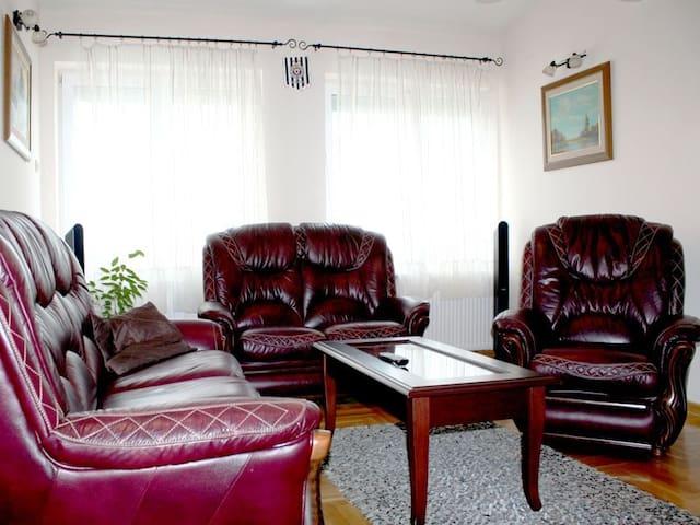 Spacious 2BDR centrally located - Belgrado - Appartamento