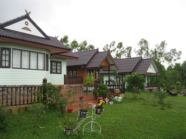GreenHouse Resort@KhaoKho - Nong Mae Na - Bed & Breakfast