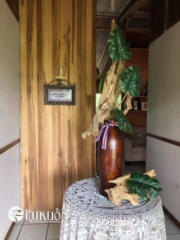 Casa Rukuö̀ / Pasillo de entrada