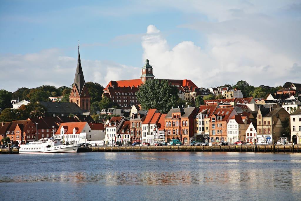 Flensburg liegt ca 15km entfernt