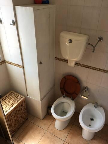 Baño/Main bathroom