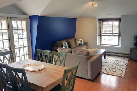 2BR, Sleeps 6 in the Heart of Downtown Newport