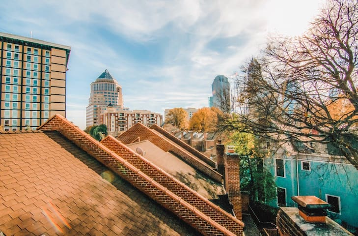 Uptown Charlotte Townhouse w/Rooftop Bar