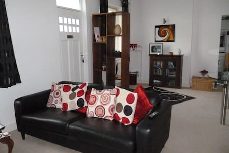 Close to City Centre and peaceful. - Cardiff - Maison