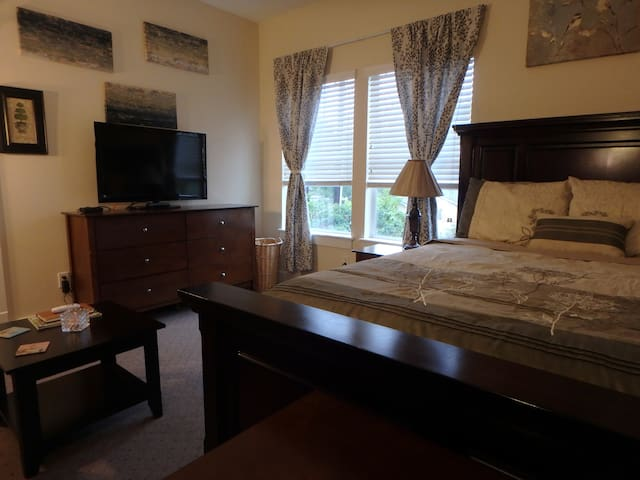 Fully Equipped Apartment in Houston Heights w/Pool