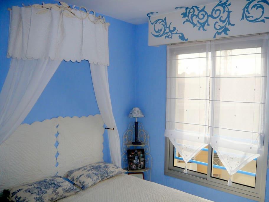 Chambre et salle de bain priv es apartments for rent in for Salle de bain translation