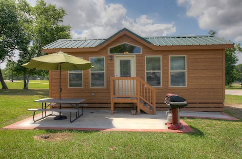 Cottage, Multiple Beds, Non Smoking, Kitchen (Linens Included, No Pets Allowed)