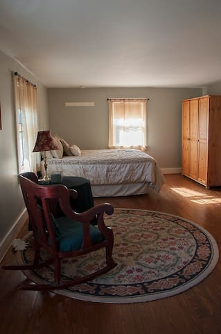 Private Bedroom/ bath in a lovely country setting - Delaware - Dom