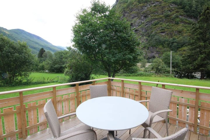 ★ 2 BR apt. in quiet, beautiful Flåm valley ★