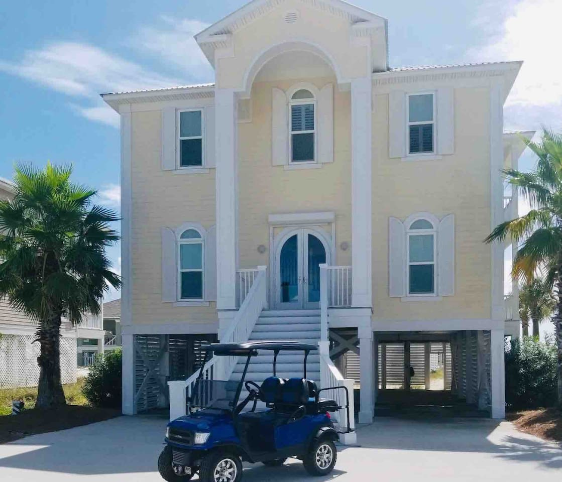 Immaculate 4 bedroom 3 bathroom house we call Bella Vista because of its amazing ocean views. Only 96 steps to the white sand beach. Golf cart, paddle boards, beach chairs, umbrellas are included.