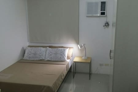 1BR w/ wifi/ access to Mall & Train - Mandaluyong
