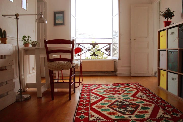 Fun, light & spacious stay in lovely Montmartre
