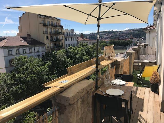 Appartement lumineux avec balcon sur les berges