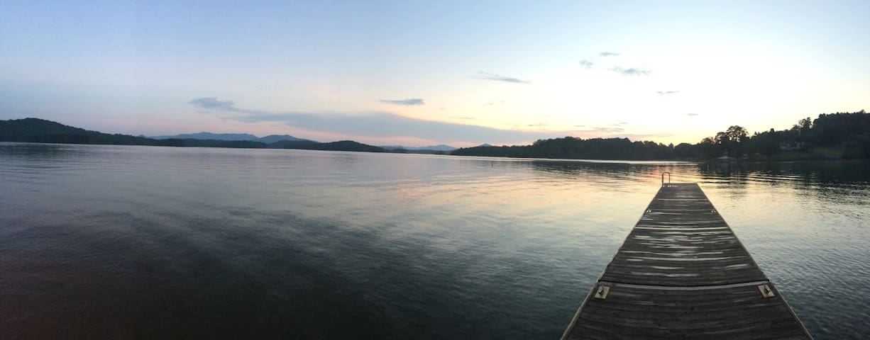 Mountain House Rental at the Lake - Hayesville - Casa
