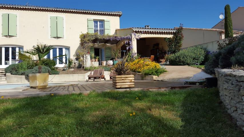 Chambre villa Provence pension complète découverte - Manosque - Villa