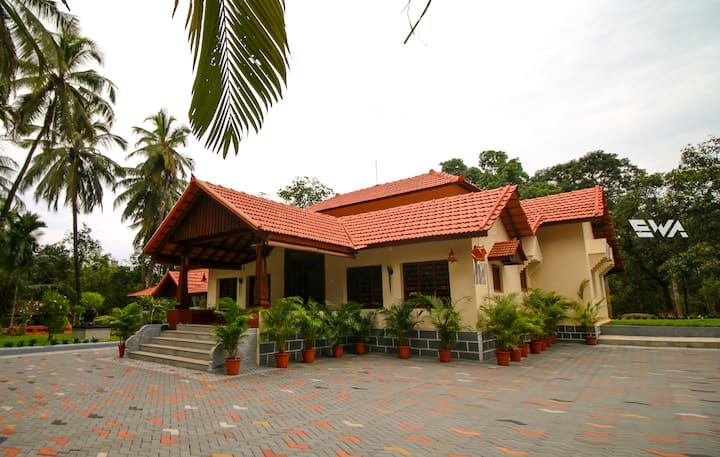 Kollur Homestay: The Temple Tree