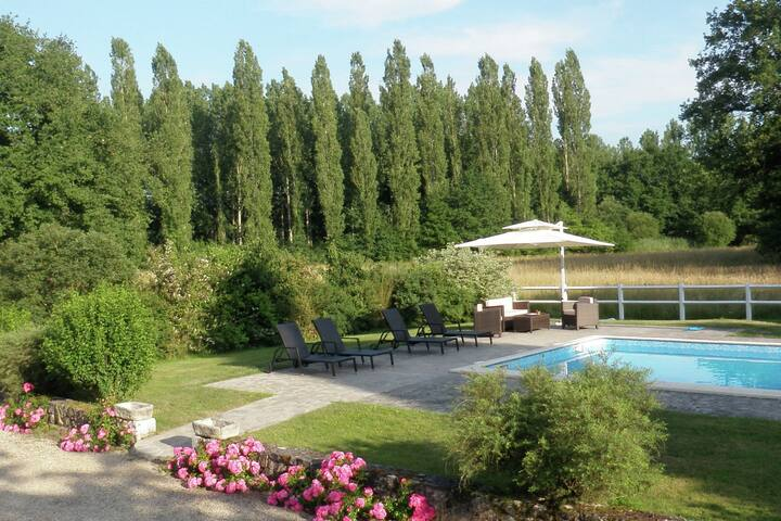 Unique holiday home near woody Combreux in the historical Loire.