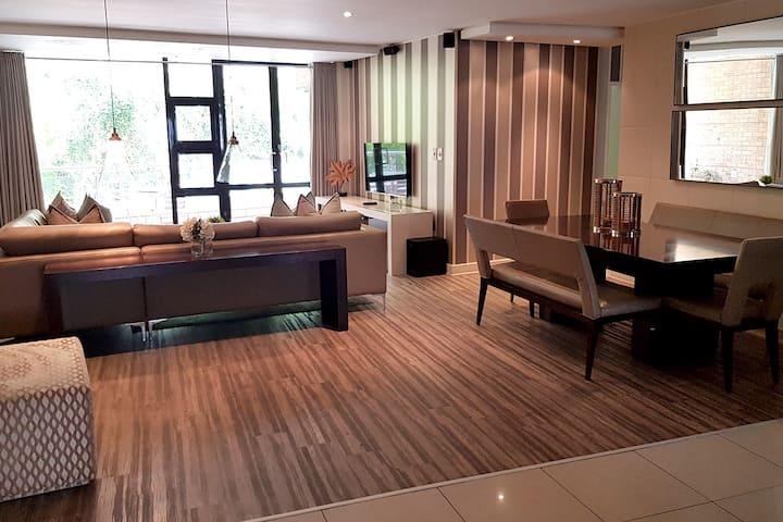Luxury 3 Bedroom Apartment w/Balcony in Sandton