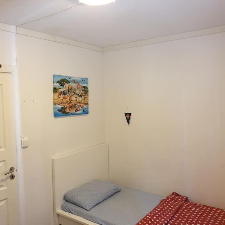 Single Room & Bed in Shared area for longterm stay