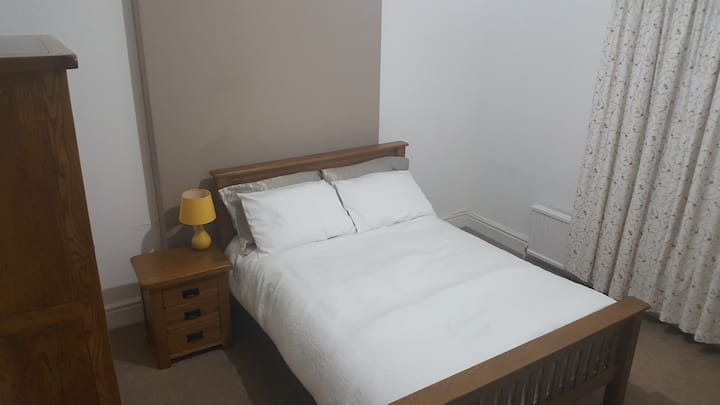 En-suite King Size in Chorlton (R) Private parking