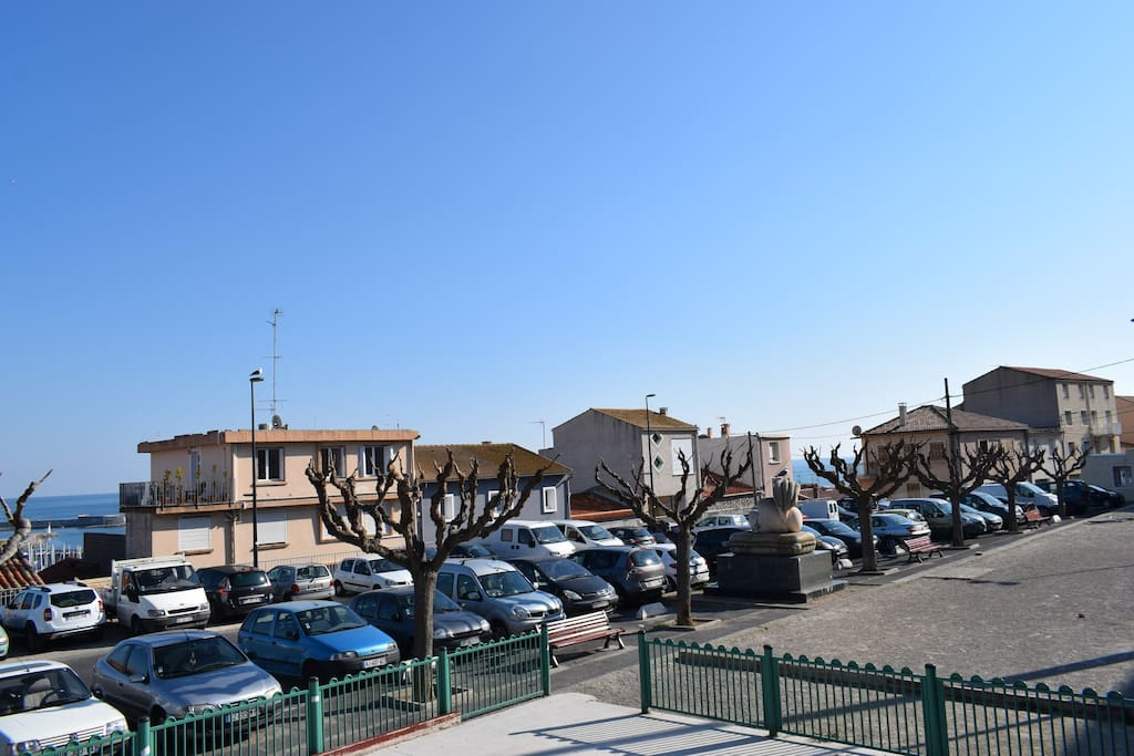 Place de l'Hospitalet (parking gratuit)