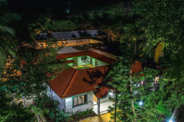 A Private 8 BHK Pet Friendly Villa at Alibaug