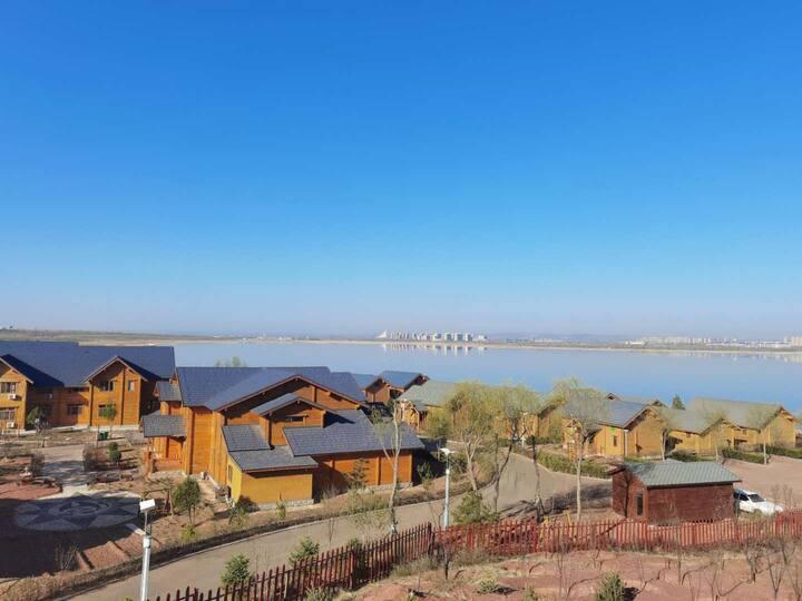 【森遥木屋别墅】近飞机场、高铁站、红海子湿地公园、蒙古源流旅游景区