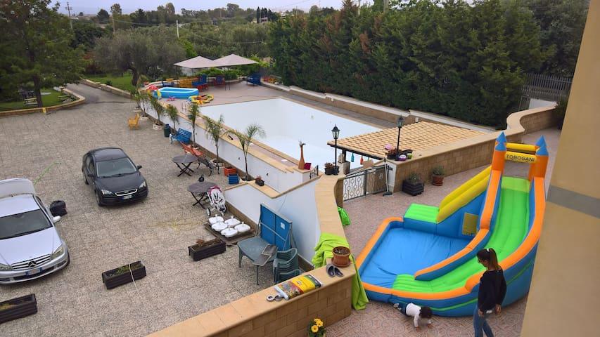 Rangiroa Holidayhouse and tours  x6