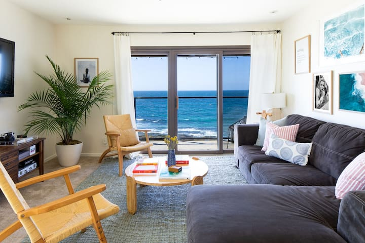 Chic Beachside Flat in La Jolla | Stunning Front Ocean Views ❤︎ by AvantStay