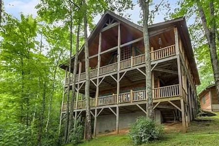 AMAZING CABIN WITH BEAUTIFUL VIEWS AND A+ REVIEWS