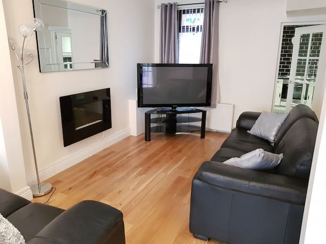 0.5miles Belfast City Centre | FREE parking & WIFI