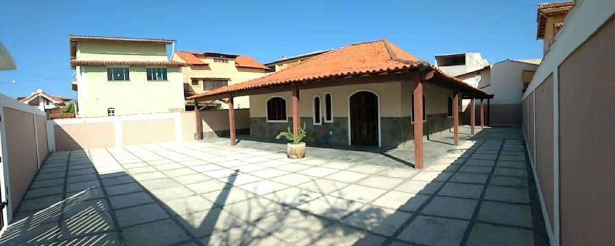 Casa com duas suítes e  belissimo quintal no Peró