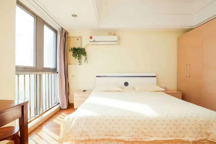 「城舍民宿~万达广场」经济大床房,让你在旅途得城市中寻到一处安心之所