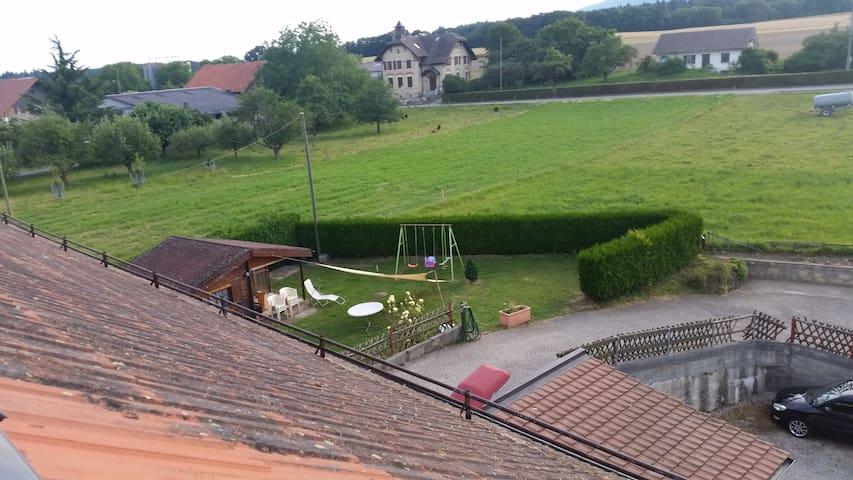 Grande chambre sous toit avec SdB/wc privée - Chavannes-le-Veyron - Leilighet