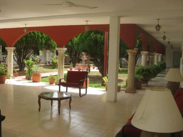 Hermosa habitación con Alberca y Áreas Verdes.