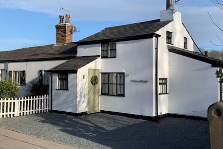 Six The Cottage - Luxury Cottage in Churchtown