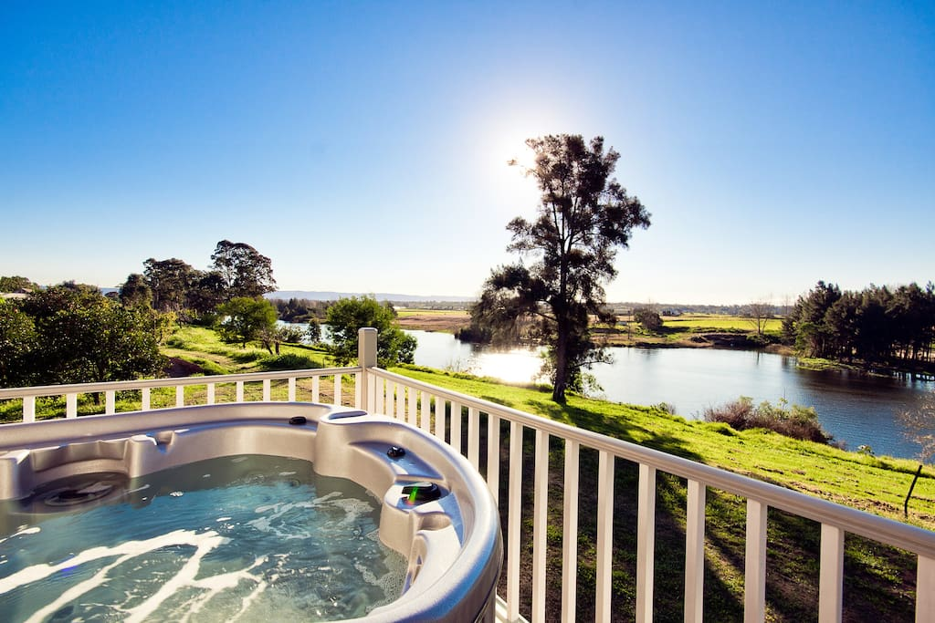 Jacuzzi with the best views in the Hawkesbury