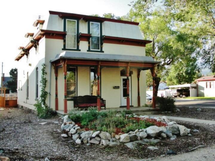 Gorgeous Victorian Salida House w/ Mountain Views!