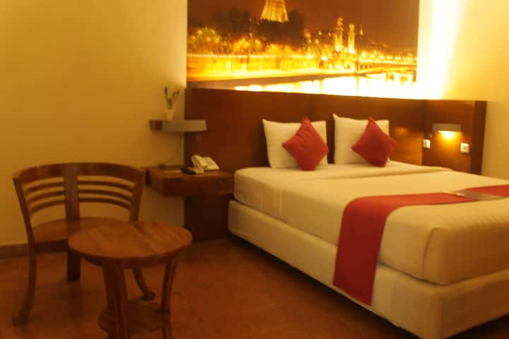 Deluxe Double Bed near Mall Olympic Garden, Malang