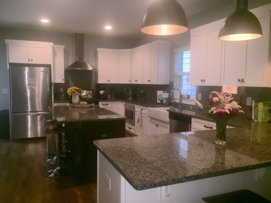 Gorgeous, HUGE, well equipped Kitchen