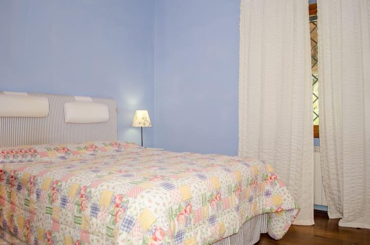Stanza matrimoniale in villa - Cecchina - Villa