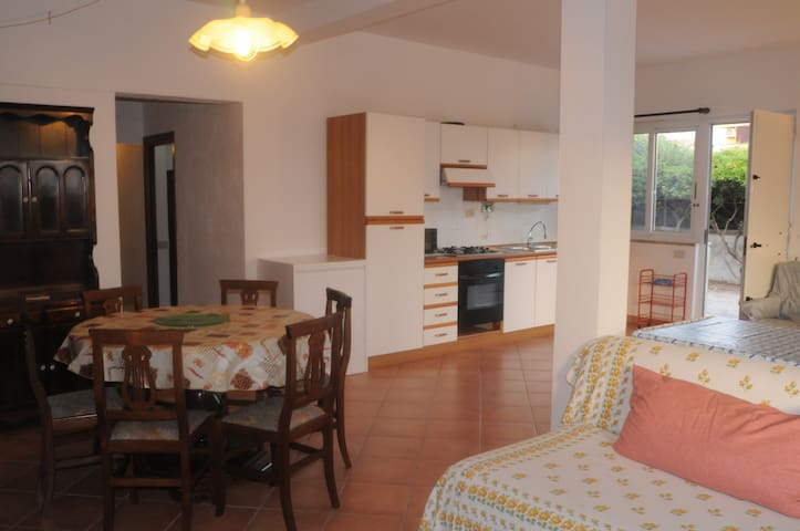 Sunny Apartment in Family Villa - Focene - Casa