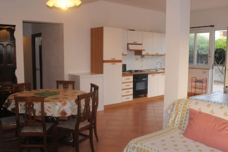 Sunny Apartment in Family Villa - Focene - Talo