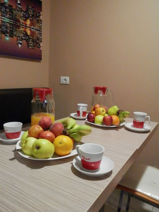 A breakfast of fresh fruit, pastries, juice, tea and good coffee are included in the room price.