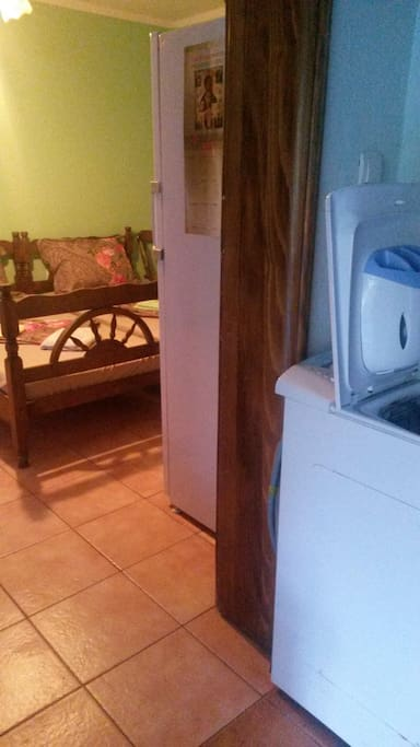 Большой холодильник, вентилятор, посуда, эл чайник,  утюг, постельное белье - предоставляет в ваше пользование