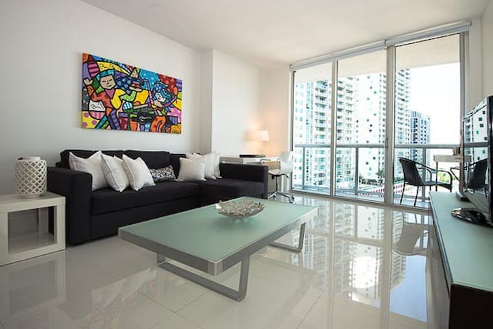 Beautiful and Modern Condo at W Miami! - Miami - Apartament