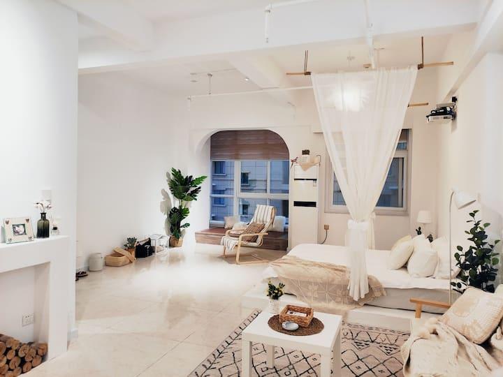 乐宿3.极简风,恬静舒适,大一居家庭房,近王城公园,隋唐城公园,万达广场。