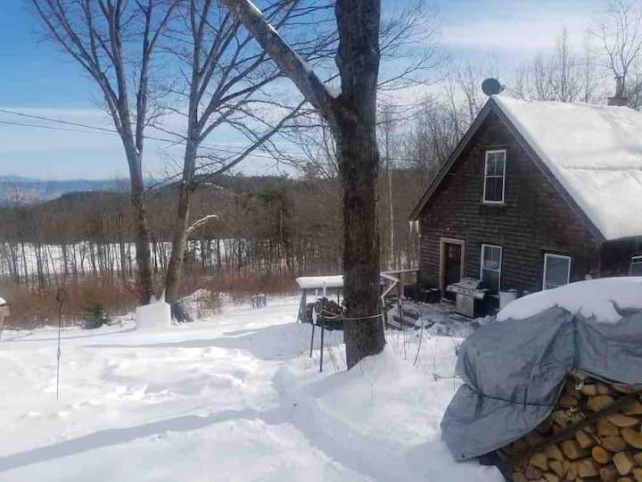 Vermont  Cozy cabin with Monadonock mountain views